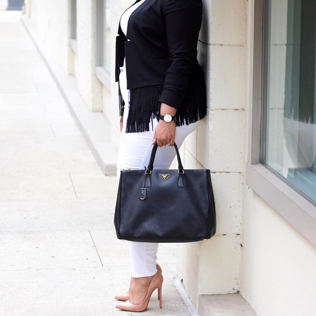 White jeans are my summer fave! They look great withhellip