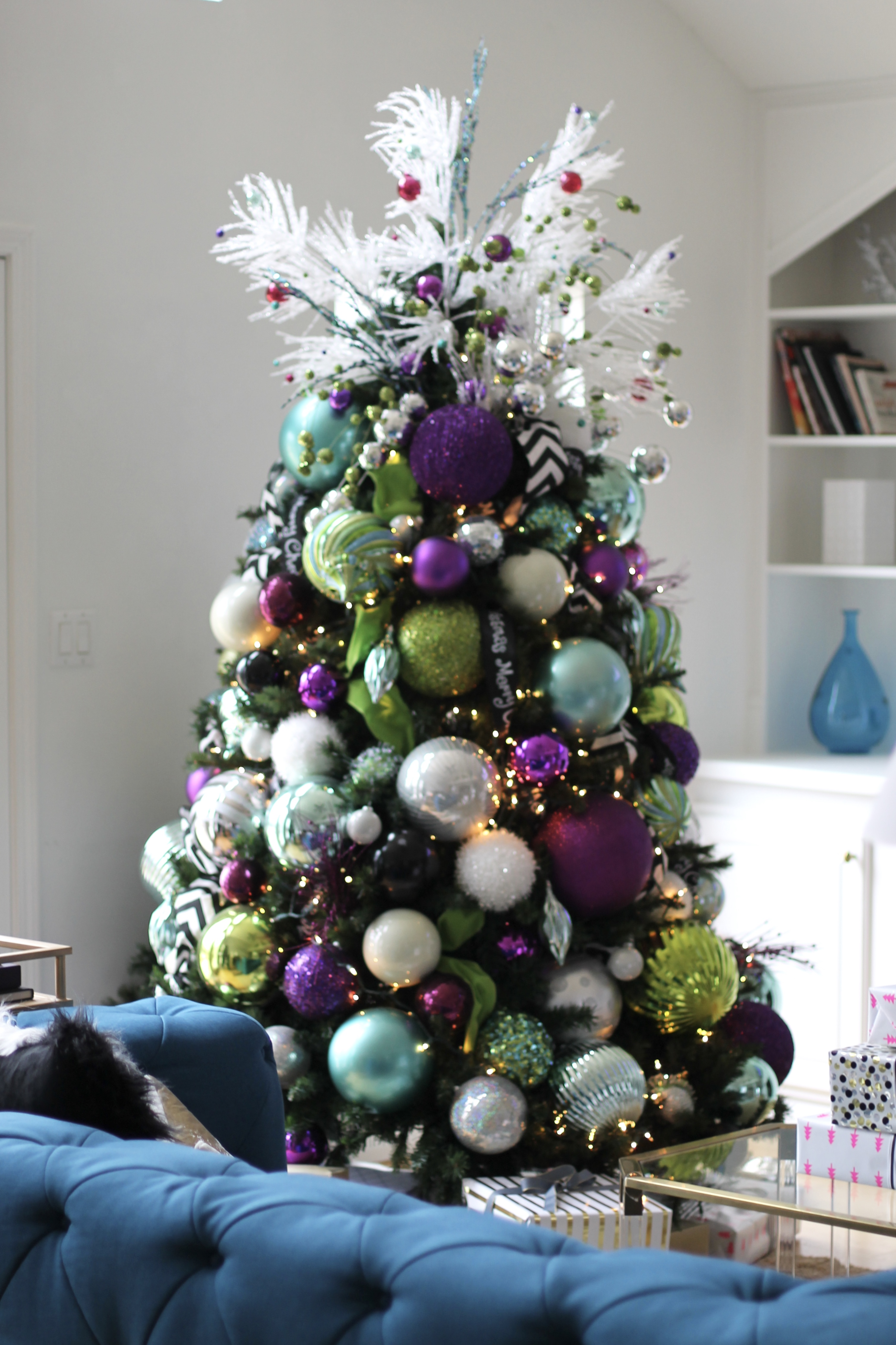 Holiday home decor how i decked my halls curvy fashion for Sia home fashion christmas decorations